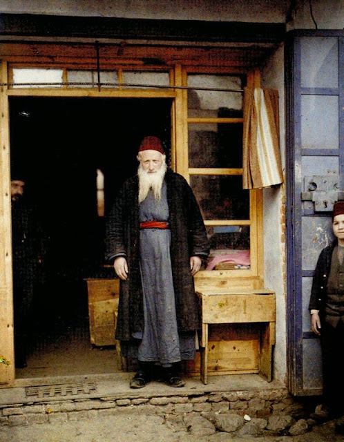 "Old Sephardic Jew, leader of the brotherhood ""Hevra Nadish"" whose concern was to bury the poor and the deceased without family. His clothes are traditional, with a characteristic cap in red serge. Bitola in 1913"