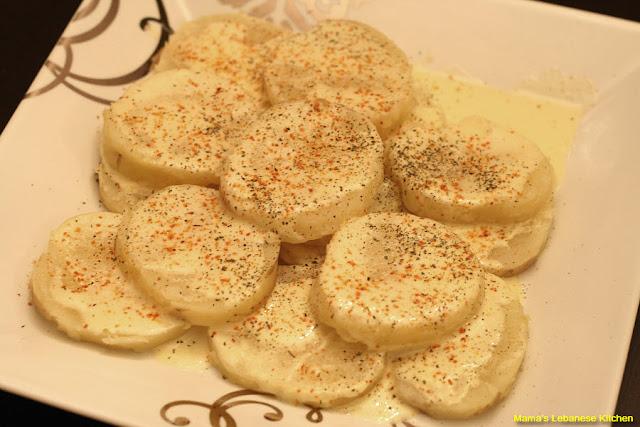 Hot Garlic Potatoes Recipe – Batata W Toum Recipe