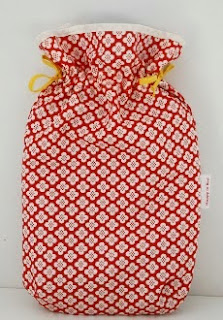 http://translate.google.es/translate?hl=es&sl=nl&tl=es&u=http%3A%2F%2Fhappyinred.blogspot.nl%2F2013%2F02%2Ffat-quarter-sewing-hot-water-bottle-cover-tutorial.html