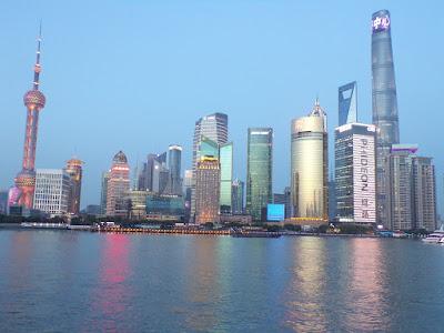 bund skyline shanghai