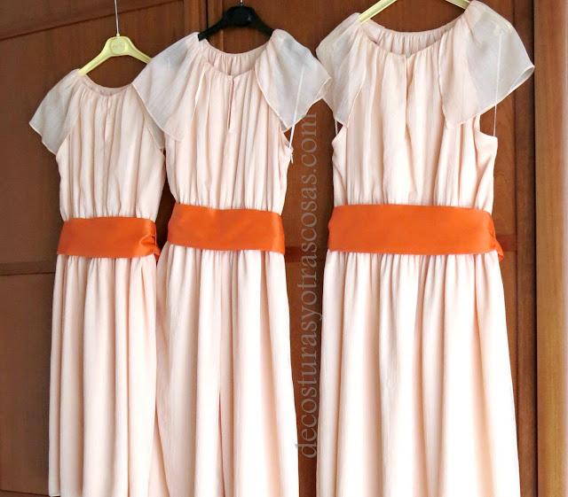trajes roja para damas de honor con fajín naranja