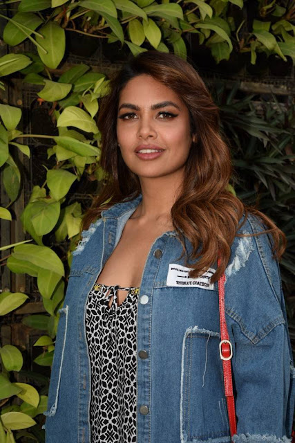 Esha Gupta Stills At Charcoal Project 2018