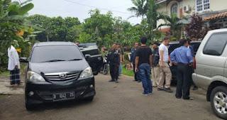 Waduh Diduga Makar, Sri Bintang Pamungkas Ditangkap Anggota Brimob Di rumahnya- Commando