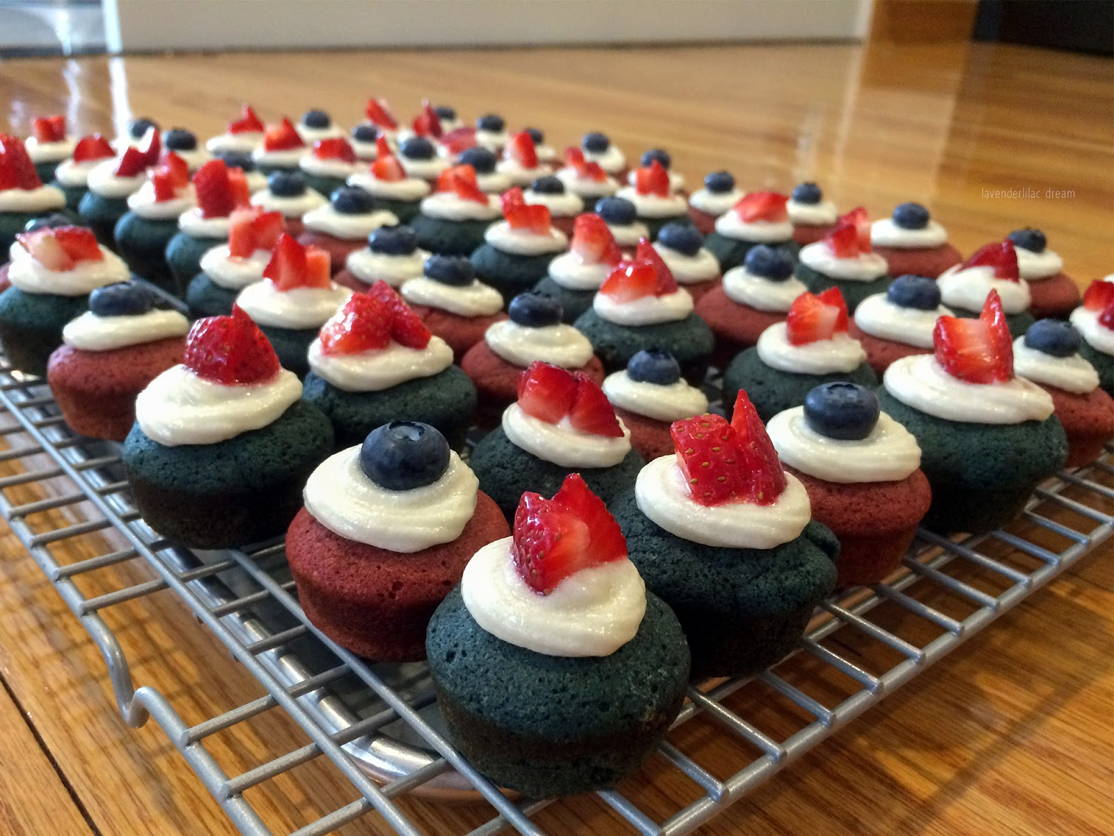 Red Velvet Cupcakes, Blue Velvet Cupcakes, July 4th cupcakes, mini cupcakes, cream cheese frosting, holiday baking