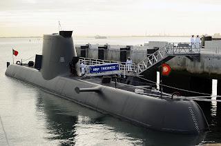 http://4.bp.blogspot.com/-0BYG89gfU_A/TnMBQMTU7sI/AAAAAAAACVY/YE1ZYDRTEFA/s1600/800px-Chegada_do_submarino_NRP_Tridente_%25C3%25A0_Base_Naval_do_Alfeite+214.jpg