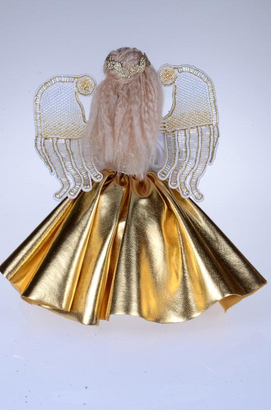 Złoty Aniołek z koralikowymi skrzydłami.