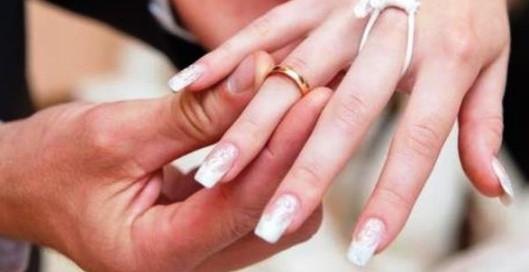 http://www.bintang.com/lifestyle/read/3105196/heboh-situs-nikahsirricom-tawarkan-layanan-lelang-perawan?medium=Headline&campaign=Headline_click_2