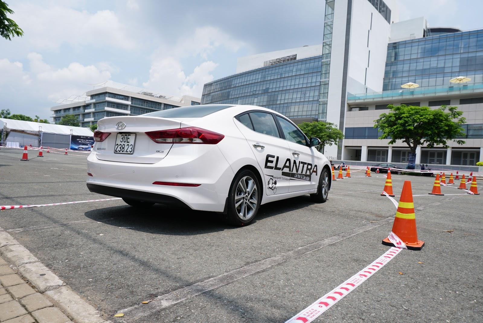 Hyundai Elantra mới ra đa năng, đa nhiệm trong vận hành
