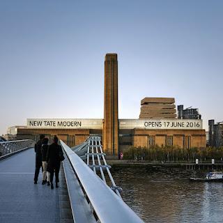 Acercándose a la Tate Modern por el Puente Millennium
