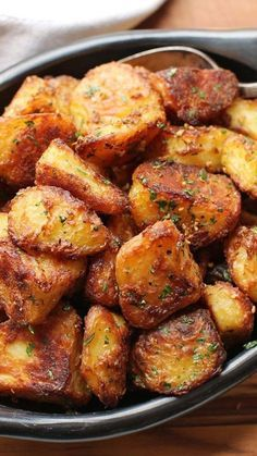 The Best Crispy Roast Potatoes Ever Recipe #thebest #crispy #roast #potatoes #potatorecipes #delicious #deliciousrecipes #tasty #tastyrecipes Desserts, Healthy Food, Easy Recipes, Dinner, Lauch, Delicious, Easy, Holidays Recipe, Special Diet, World Cuisine, Cake, Grill, Appetizers, Healthy Recipes, Drinks, Cooking Method, Italian Recipes, Meat, Vegan Recipes, Cookies, Pasta Recipes, Fruit, Salad, Soup Appetizers, Non Alcoholic Drinks, Meal Planning, Vegetables, Soup, Pastry, Chocolate, Dairy, Alcoholic Drinks, Bulgur Salad, Baking, Snacks, Beef Recipes, Meat Appetizers, Mexican Recipes, Bread, Asian Recipes, Seafood Appetizers, Muffins, Breakfast And Brunch, Condiments, Cupcakes, Cheese, Chicken Recipes, Pie, Coffee, No Bake Desserts, Healthy Snacks, Seafood, Grain, Lunches Dinners, Mexican, Quick Bread, Liquor