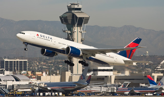 Delta Air Lines Boeing 777-200ER While Takeoff