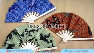harga souvenir kipas batik, souvenir unik, 0852-3610-0070