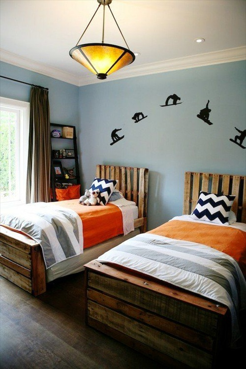 9 Ways to Create Bed Frames Out of Used Pallet Wood ... on Pallet Bed Room  id=54657