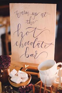 Bar à chocolat chaud pour mariage d'hiver blog mariage www.unjourmonprinceviendra26.com