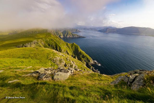 Niebla marina sobre la Isla de Runde, Noruega por El Guisante Verde Project
