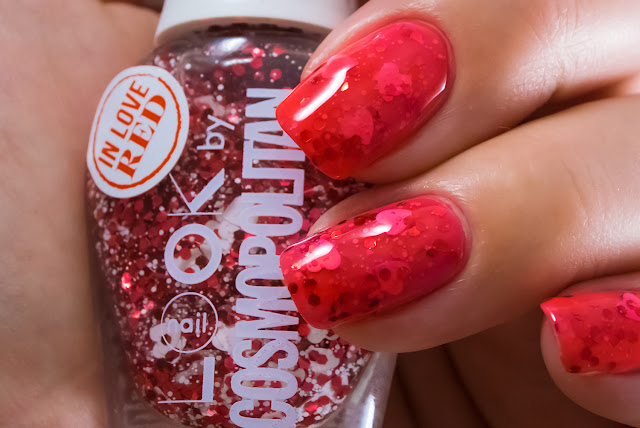 Naillook by Cosmopolitan 31447 Red in Love Aroma red Macro