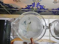 Hidrolato-de-manzanilla-romana-con-restos-de-aceite-esencial-Chaladura-de-jabones