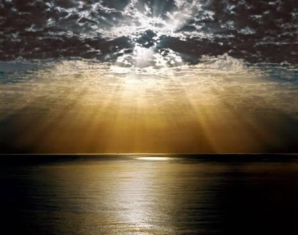 صور رائعه لجمال السماء وصفاء الماء image044-770190.jpg