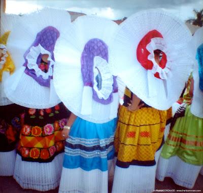 mujeres tehuanas con traje tipico