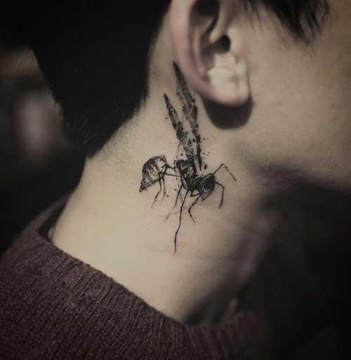 kulak altı sinek dövmesi