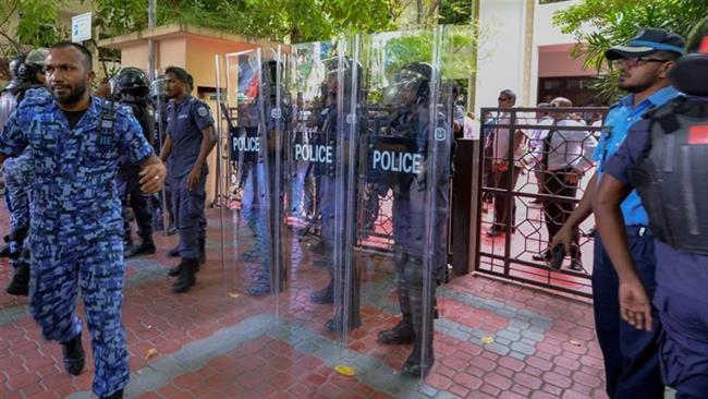 Maldives parliament blockaded amid political crisis