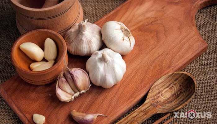 Cara membersihkan kotoran telinga dengan bawang putih