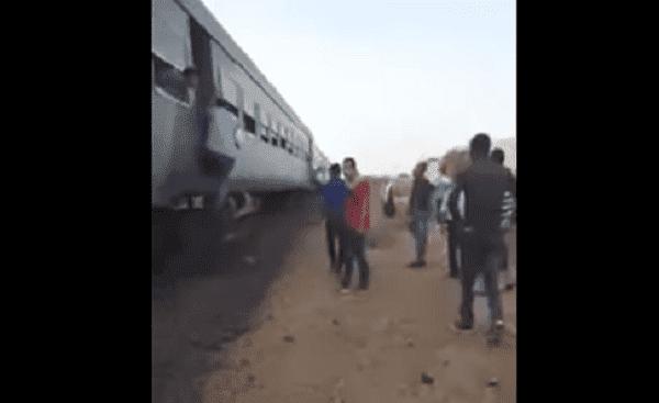 بالفيديو حالة من الرعب عاشها ركاب قطار خرج عن سكته في مصر .؟؟
