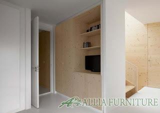 desain lemari tanam model di samping pintu