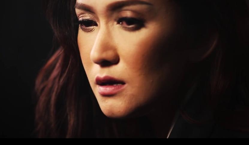 Video Musik Tinggalah Kusendiri (Nike Ardilla) Cover By Nafa Urbach