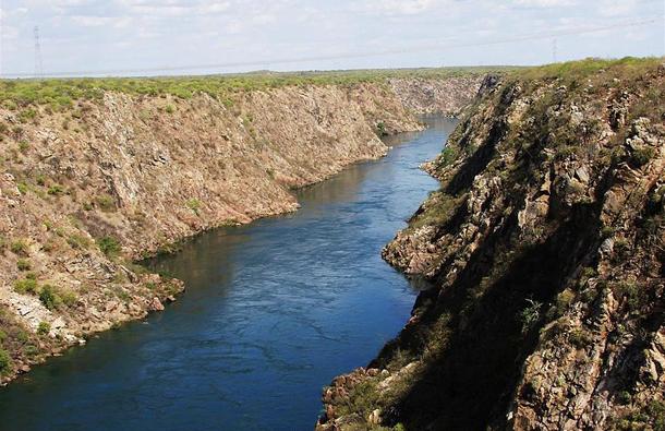 แม่น้ำที่ยาวที่สุดในโลก, แม่น้ำเซาฟรังซีสกูอยู่ในประเทศบราซิล ความยาวประมาณ 2,914 กิโลเมตร (1,811 ไมล์) มันเป็นแม่น้ำที่ยาวที่สุดในบราซิล และยาวเป็นอันดับสี่ในทวีปอเมริกาใต้