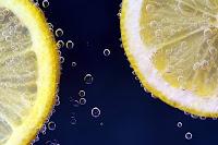 """Utilise des citrons congelés et dit """"au revoir"""" au diabète, à l'obésité et aux tumeurs."""