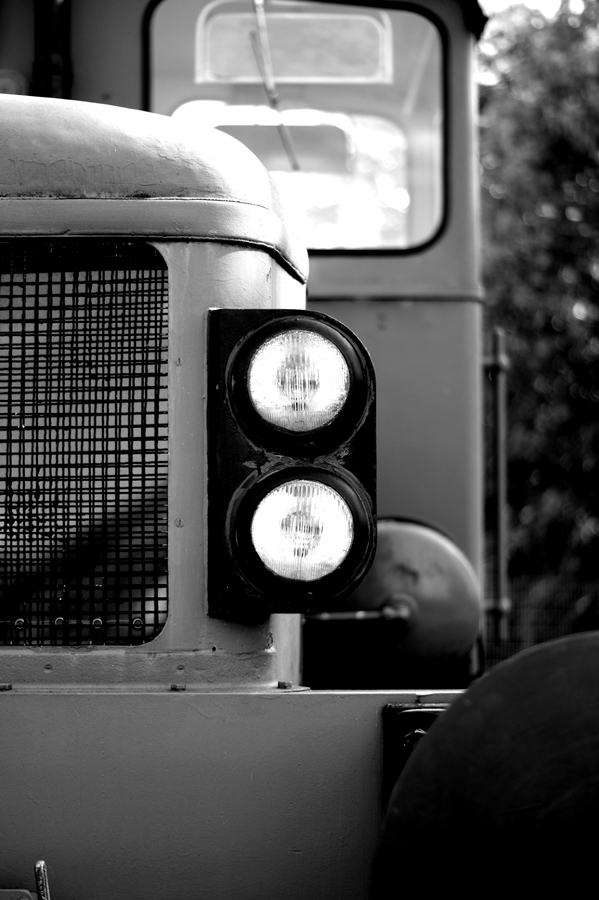 Blog + Fotografie by it's me! | fim.works | SchwarzWeissBlick No 14 | Deutz Lok Bj 1965 | Lichter
