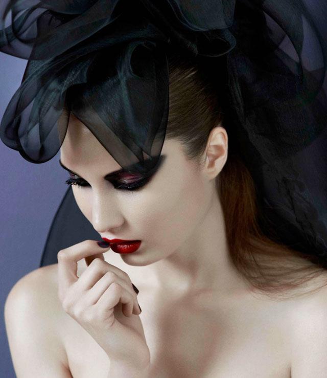 Liz Martins, goth cat eyes