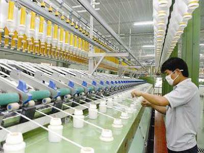 09 Nam thao tác máy đi xuất khẩu lao động Đài Loan