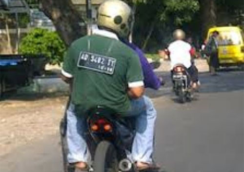 Aksi Gila Yang Hanya Bisa Kamu Temui di Jalanan Indonesia