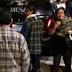 Con aplausos y lágrimas reciben en Ixhuatlán féretros de Alcalde y su esposa