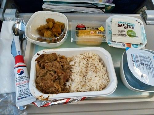大韓航空KE703便 エコノミークラスの機内食