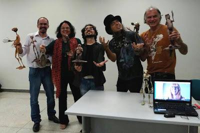 Thiago Sant'Anna, Rosa Berardo, Fábio Purper, Edgar Franco, Gazy Andraus, Suzete Venturelli e os personagens das VHQEs de Fábio Purper. Fotografia por Tamiris Vaz.
