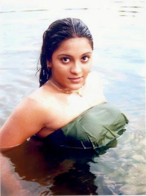 South Indian Actresses Bathing And Towel Pictures Collection -7722