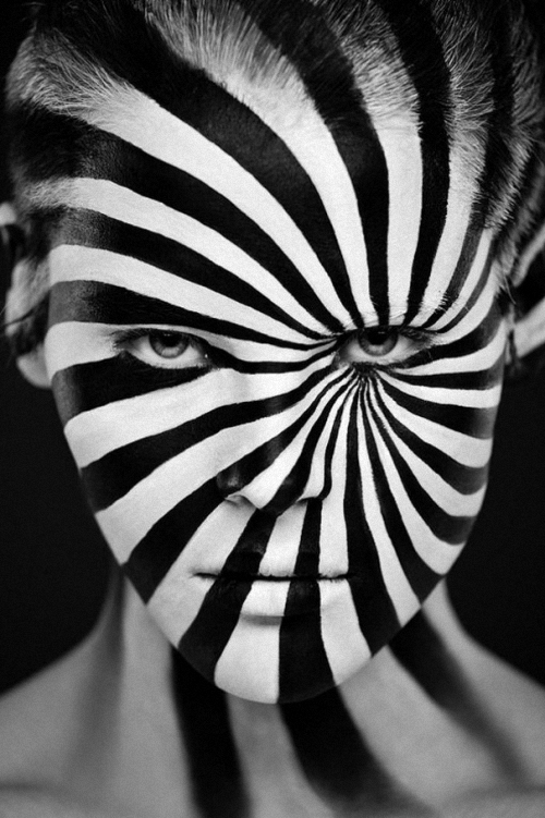 15-Alexander-Khokhlov-Black-&-White-Face-Painting-Photography