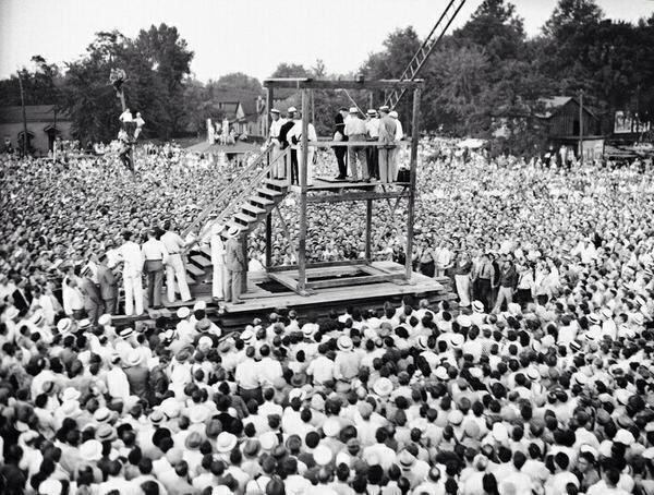 40 Amazing Historical Pictures - Last public execution in USA, 1936