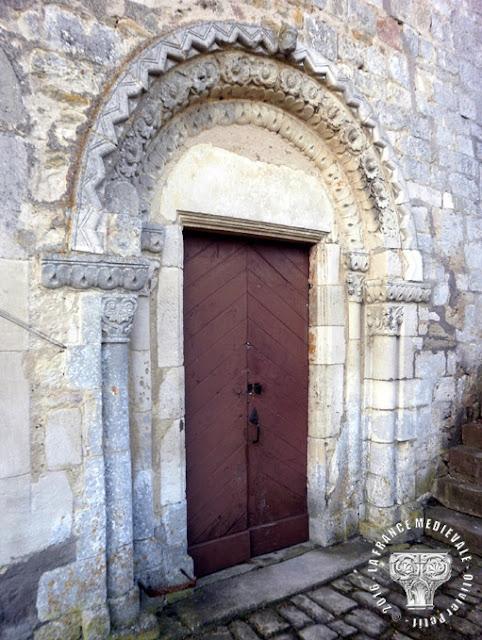 BARISEY-LA-COTE (54) - Portail roman de l'église Saint-Jean-Baptiste