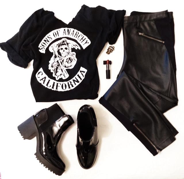 calça de couro preta, t-shirt rock, bota salto tratorado