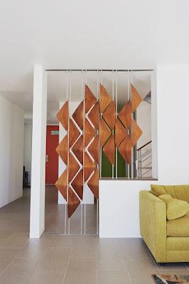 Memiliki rumah dengan lahan terbatas tentu harus menciptakan anda memutar otak bagaimana memb 54 Inspirasi Model Sekat Ruangan Pada Rumah Minimalis