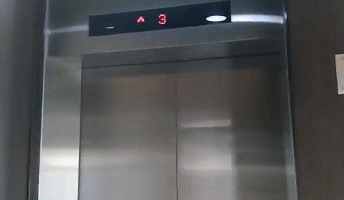 Tutorial tata cara naik lift untuk pemula