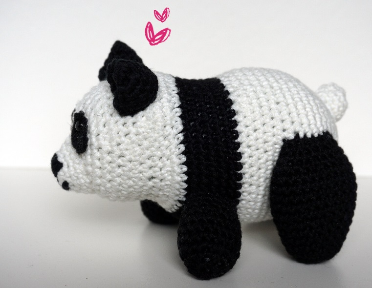 Panda Amigurumi Häkelanleitung von Little Bear Crochets | 590x761