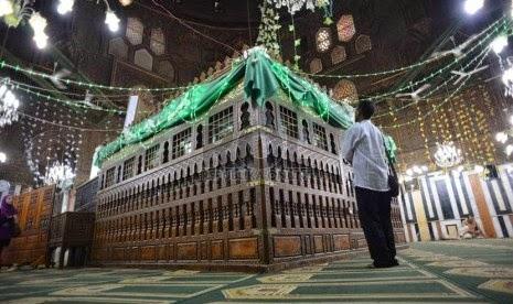 Makam Imam syafi'i cheria halal holiday