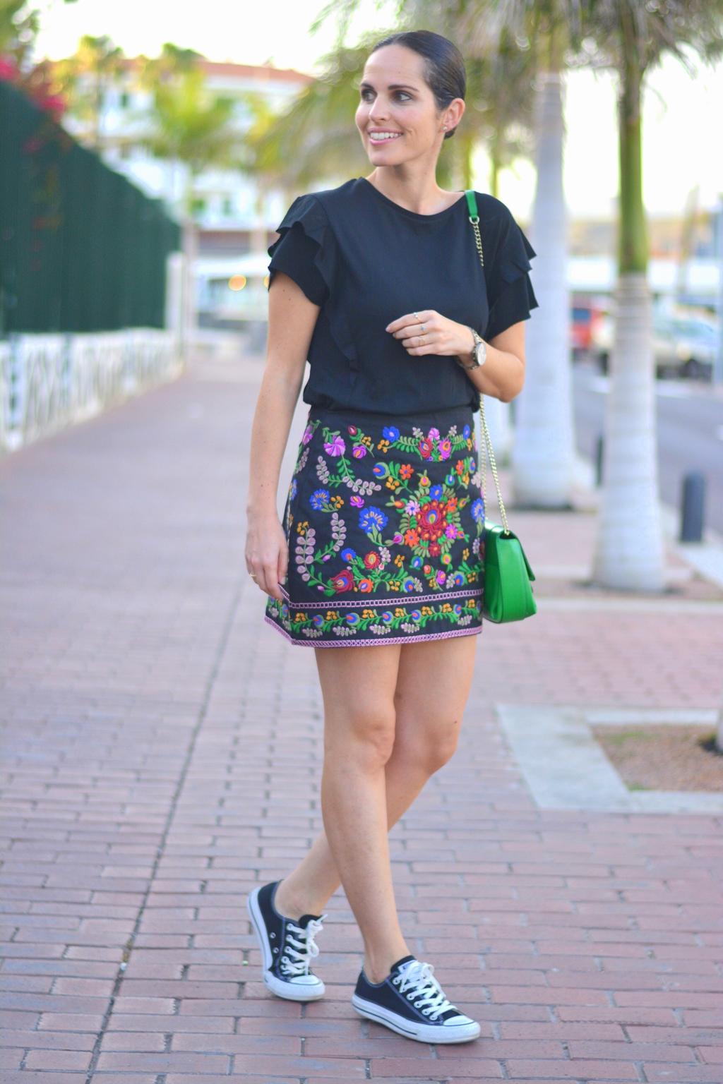 look-falda-bordada-stret-style
