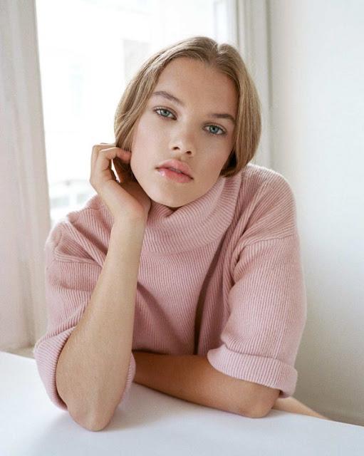 A fundadora da marca de maquiagem orgânica, Kirsten Kjær Weis, compartilha dicas sobre como alcançar bochechas brilhantes naturais nesta primavera.