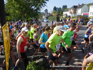 Throng of runners setting off